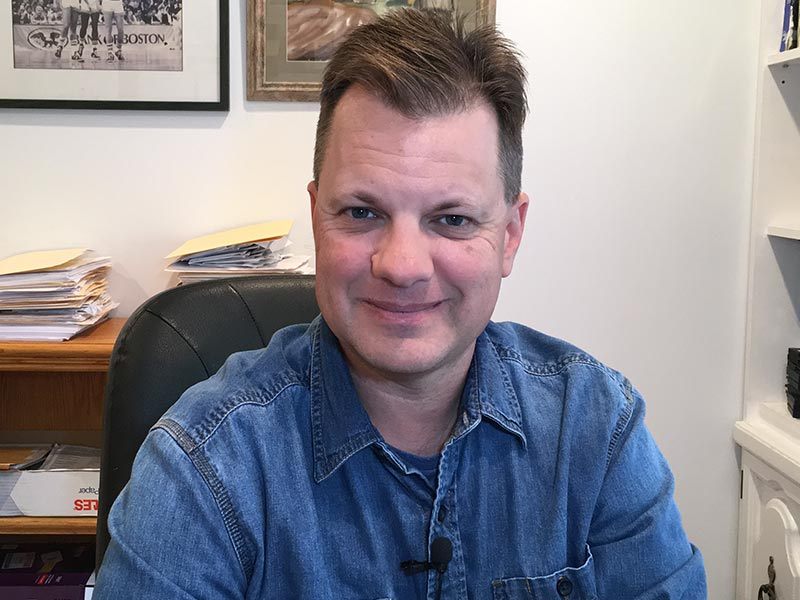 Dan Banaitis es cofundador y director del programa Building Bridges en Los Ángeles, California.