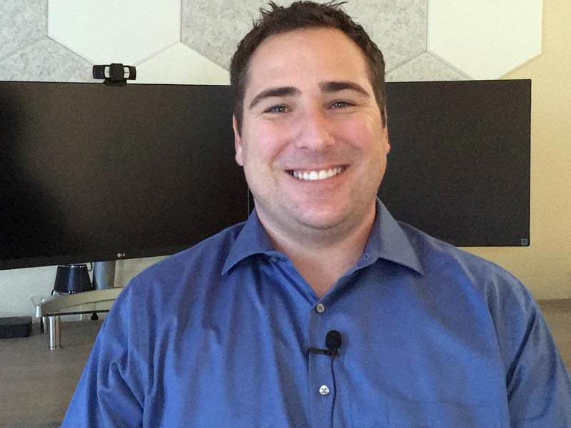Jason Himber es el director general de Easy Speech Therapy en California