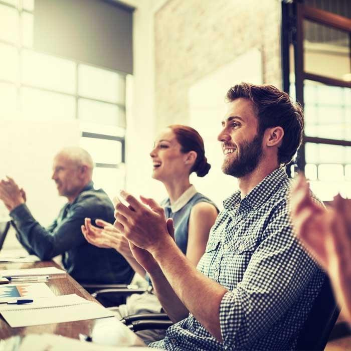 Diez artículos que analizan el tema de la retención de empleados y el desarrollo de una estrategia.