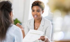 empresarias que analizan los planes 401k de refugio tributario