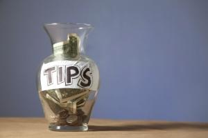 differences between tips and service charges