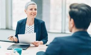 manager discussing 401k with employee