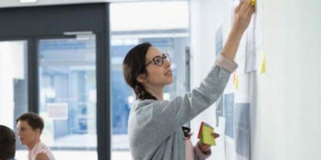 Tarjetas de documento técnico sobre el mercado para el negocio