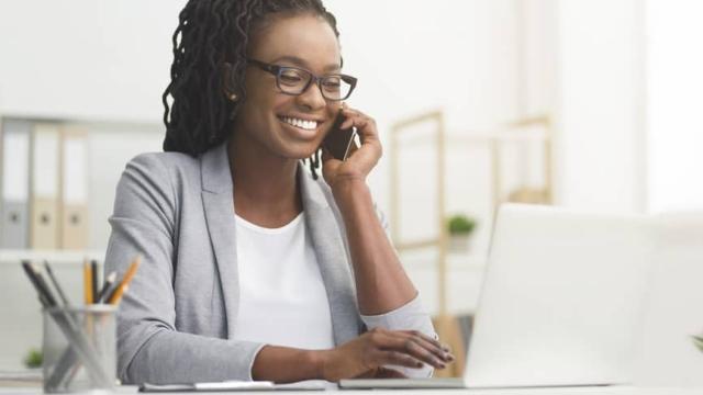 mujeres decidiendo cómo gastar los fondos de la fsa
