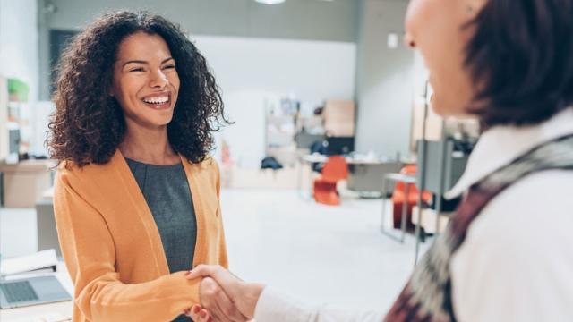 Cómo los propietarios de franquicias pueden contratar a los mejores empleados