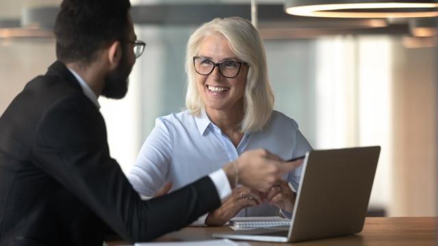 empleados analizan planes de jubilación